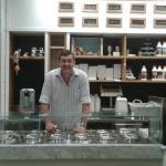 La gelateria con il proprietario Sandro