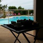 Chambre vue sur piscine