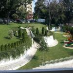 Grøntområde bak hotellet