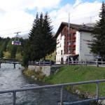 Hotel Nolda mit Signalbahn im Hintergrund