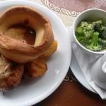 Roast beef with cream broccoli