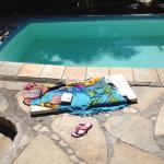sieste au bord de la piscine