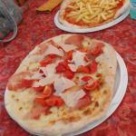 Pizza su ponte e pizza chips