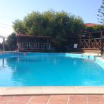outdoor swimming pool/bar