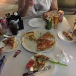 A pizza que pedimos. Observem a marguerita sem nenhum manjericão!