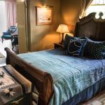 """""""River Suite"""" Queen Bed"""