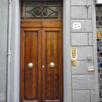 Джильо: вход в апартаменты с улицы