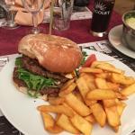 Sa c'est du burger italien et pas chère !!! Super bon , je conseille