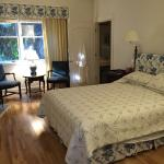 Lovely, lovely, lovely are the words to describe this B&B.  Very clean, elegant rooms and privat