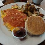 Mexican-Style Omelette mit English Muffin