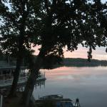 Blick aus der Suite auf den See bei Sonnenaufgang