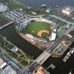 Foto di Jackie Robinson Ballpark and Statue