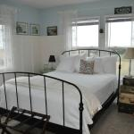 Christopher's Room: Queen Bed, Private Bath