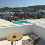 Foto de la piscina y de la terraza de la habitación