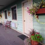 Outside of the nicely decorated Garrett Inn