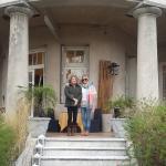 Entrada triunfal,escaleras de mármol majuestosas,afuera y dentro de la casa!