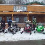 breakers bar and grill