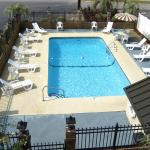 Foto de Travelers Inn & Suites