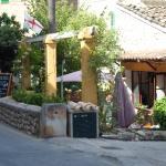 Aussenansicht: Terrasse & Restaurant