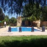 Dejeuner avec vue sur la piscine