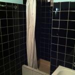 La salle d'eau : commune à tout l'étage... bonjour !