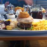 My magnificent burger! Ta-dah!