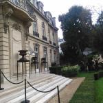L'hôtel des comtes d'Artois vu du parc