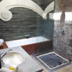 kamar mandi luas plus bathtub