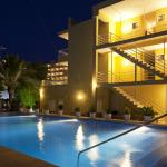 Piscina nocturna / Swimming pool at night