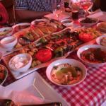 Ein Tisch voller Leckereien