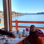 Gran vista del Nahuel Huapi desayunando