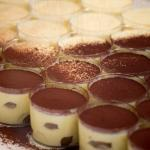 Preparing Tiramisù : Adding cocoa powder