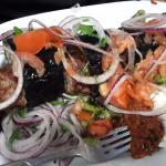 Patlican Kebap - Auberginenspieß mit Hackfleisch, Salat und Brot