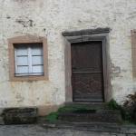 Vieille maison dans le voisinage
