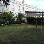 Zona piscina con vistas a las habitaciones en primer piso