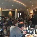 Ресторан - очень много народу