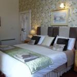 Deluxe Bedroom with en suite shower