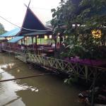 เรือนแพครัวสุพรรณ อีกร้านอาหารที่จะแนะนำในจ.สุพรรณบุรี  ริมแม่น้ำท่าจีนบรรยากาศดีมากๆคะ