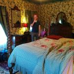 The English Ivy Room w/ king size bed