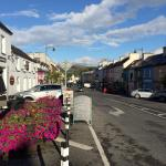 Great location within walking distance to everything in Kenmare. Easy and free parking. Excellen