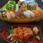 Set 9 sushi and the salmon sashimi