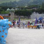 Steinplatte- Triassic-Park ein Kinderparadies