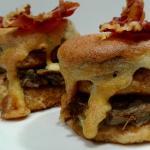 Berenjenas gratinadas con crujiente de bacon.