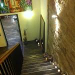 Der Treppenabgang in die Bar