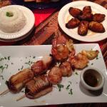Brochetas mixtas, side of Maduros
