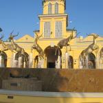 фонтан у входа