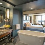 Guest Room Bath & Tub