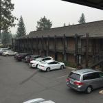 Внешний вид отеля и парковка