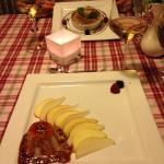 Honig-Walnuß-Parfait auf Birnen-Apfelsalat