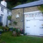 End cottage B&B with private entrance
